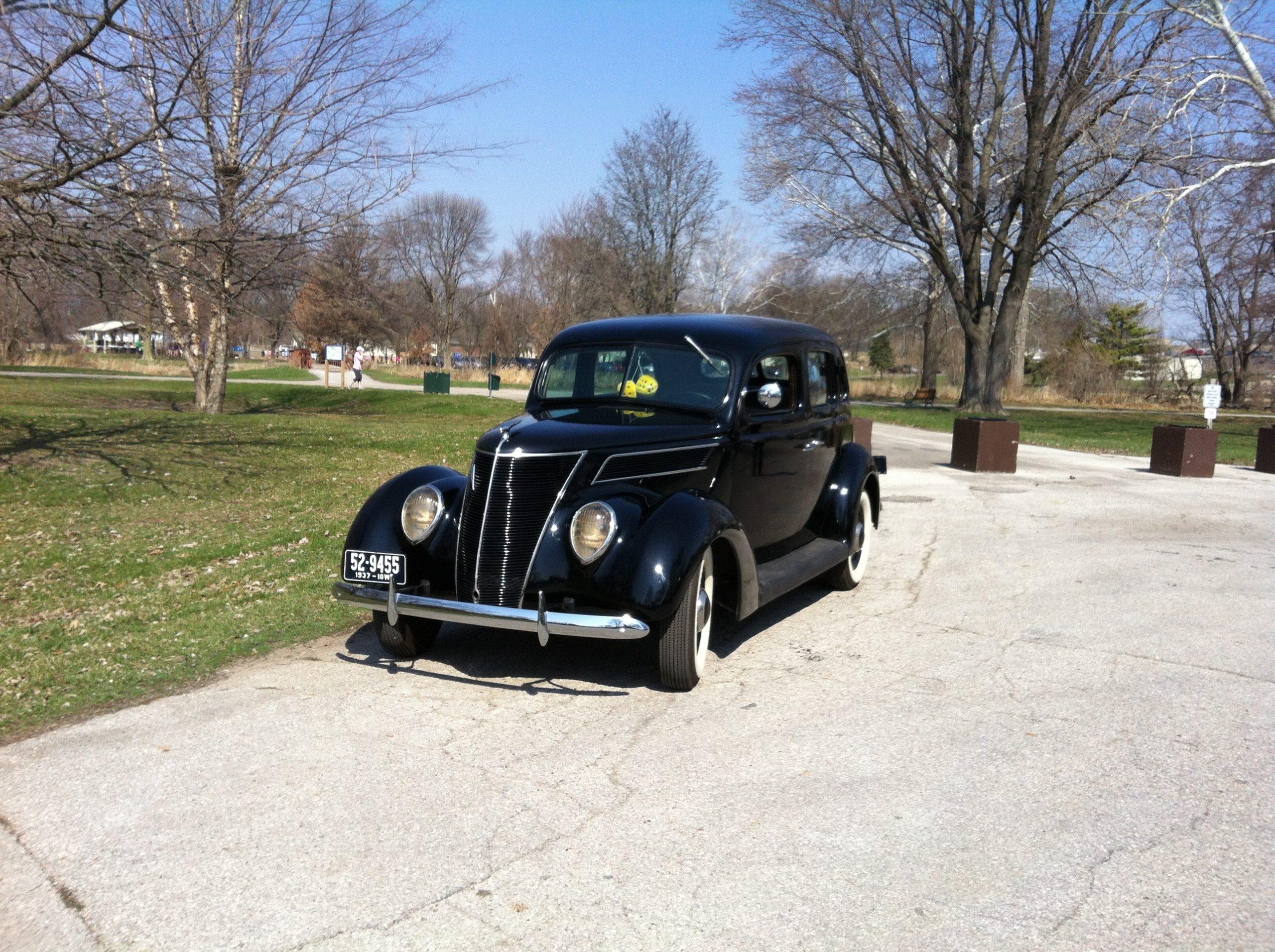 1937 Ford Standard Fordor