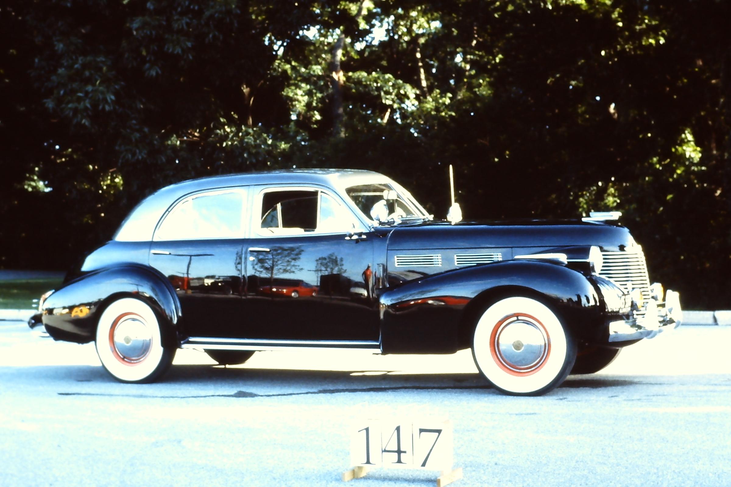 1940-Cadillac-62-Series-4dr