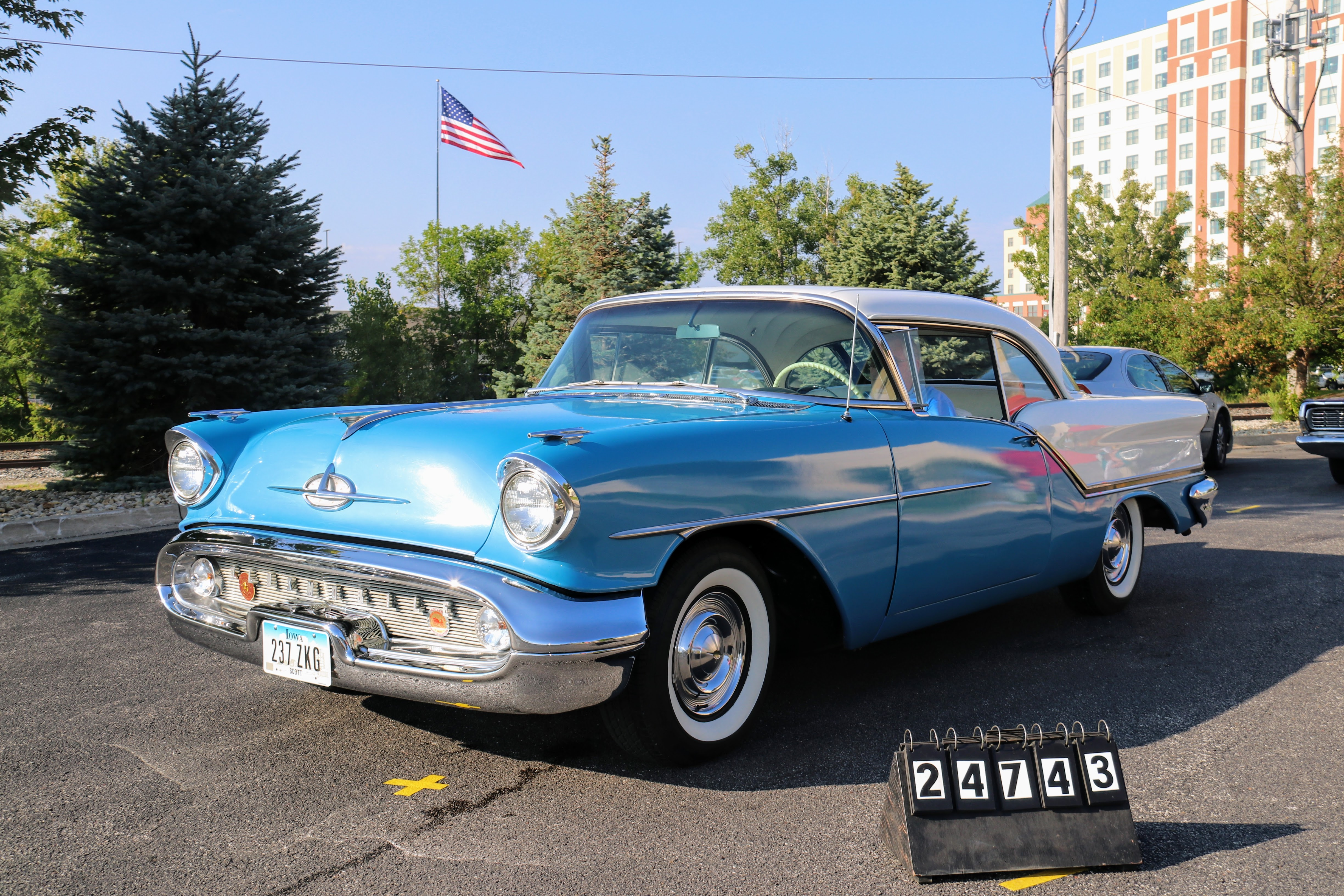 1957-Oldsmobile-88-Holiday-Coupe