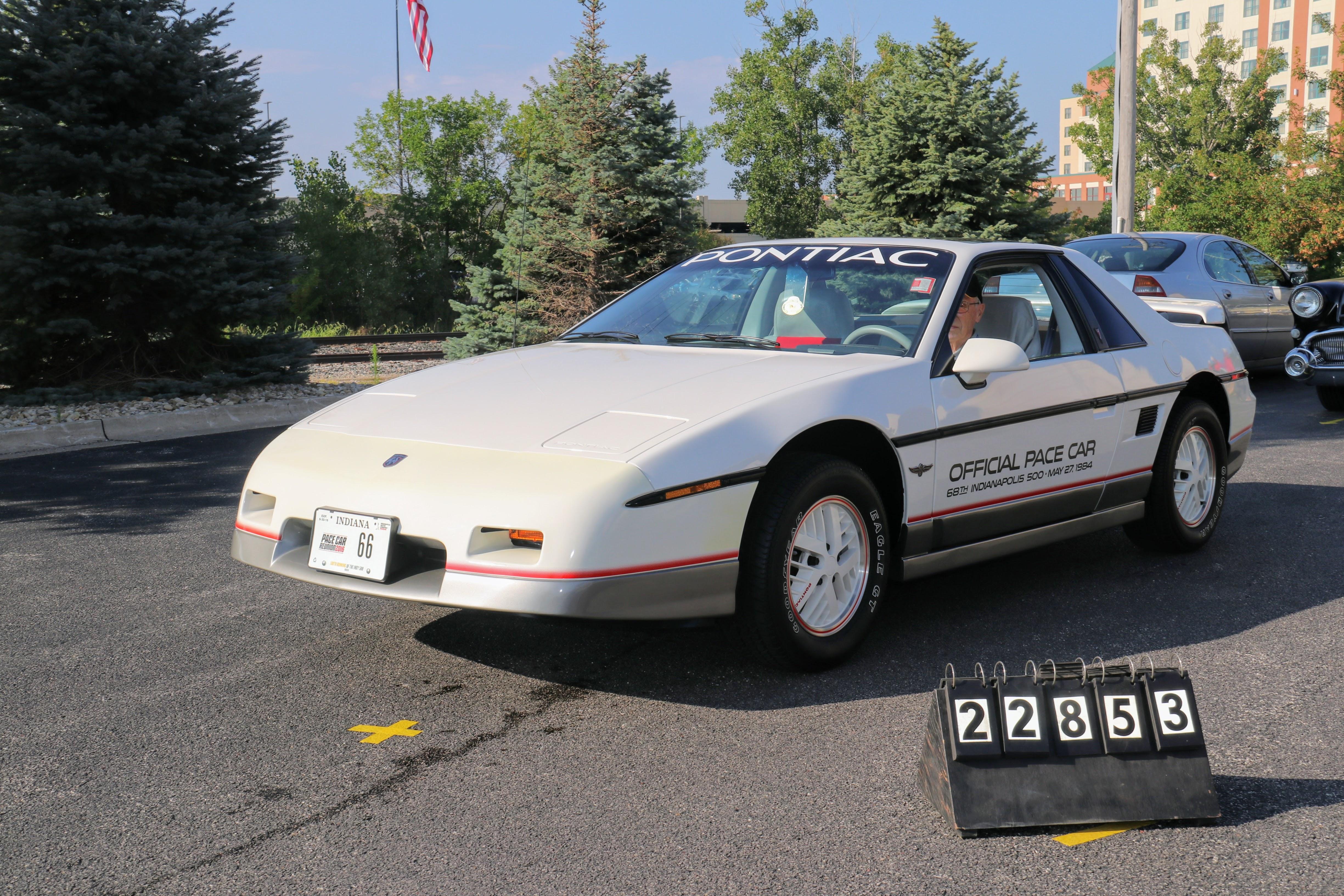 1984-Pontiac-Fiero-Indy-Pace-Car